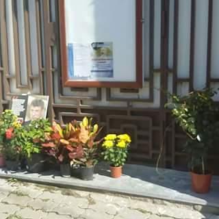15 сентября 2018 года. Цветы возле дома, где жил Борис Немцов